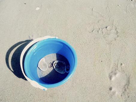 Sea, bucket and shell