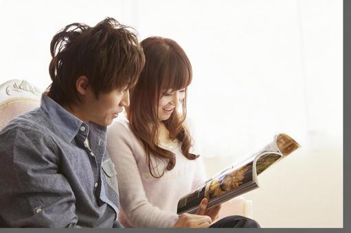 Couple seeing magazines 11