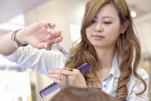 Haircut at hairdresser 18