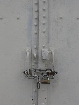 Unopened door key and chain key lockdown blockade image material