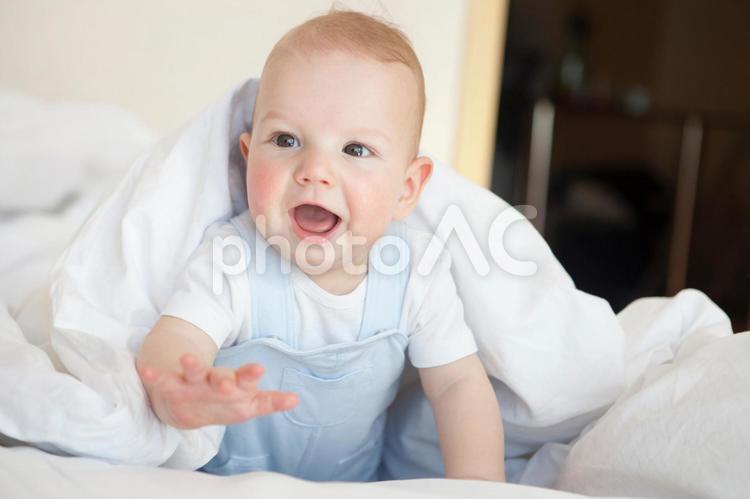 ブルーの服を着た赤ちゃん20の写真