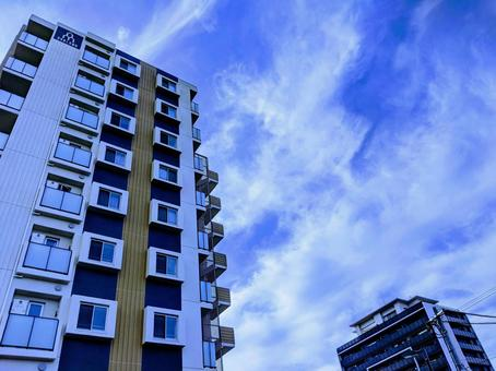 Newly built condominium that shines in the blue sky