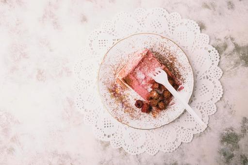 Ichigo Powder Cake 1
