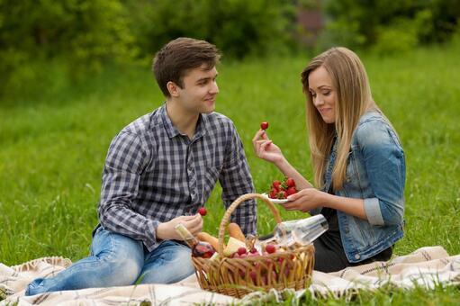 夫妻互相吃草莓4