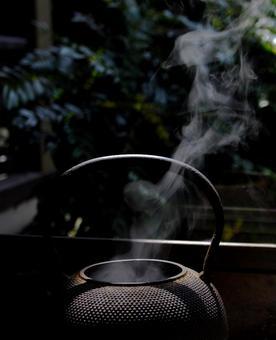鐵壺和蒸汽