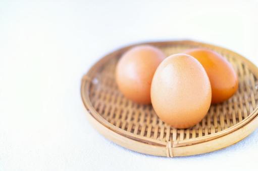 Egg on a colander
