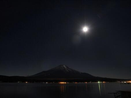 富士和月亮