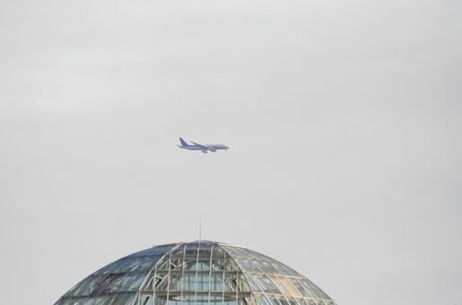 圆顶和飞机