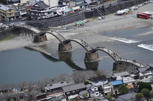 이와쿠니 성에서 보는 긴 타이 쿄