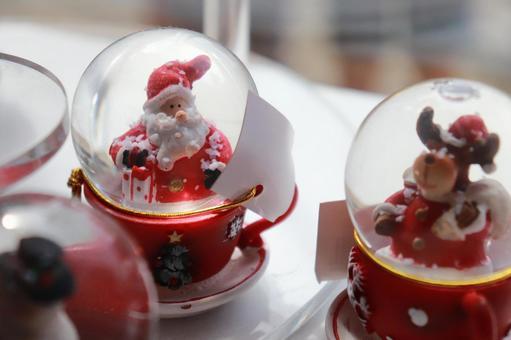 Santa and reindeer snow globes at Niagara's Christmas shop