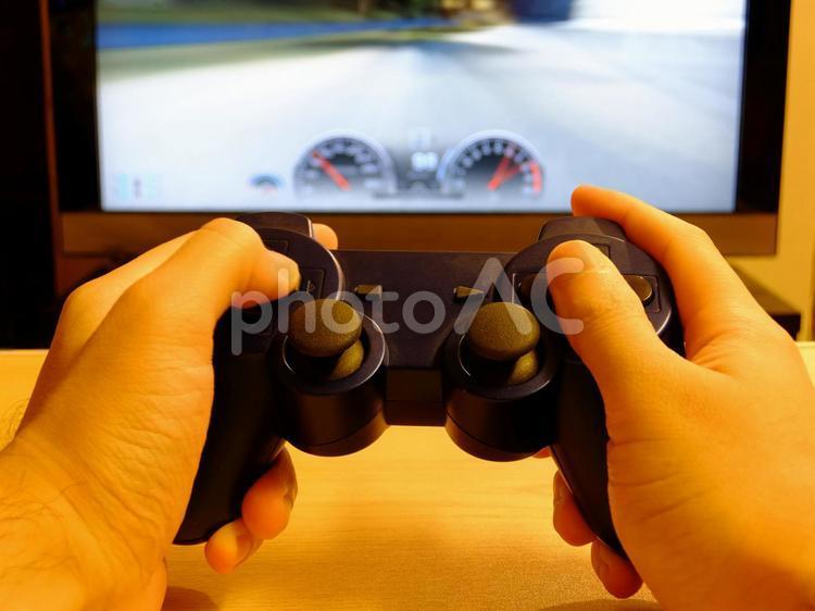 テレビゲームを一人で遊ぶの写真