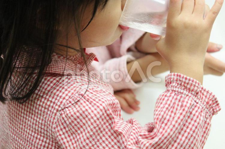 歯磨きをする女の子3の写真