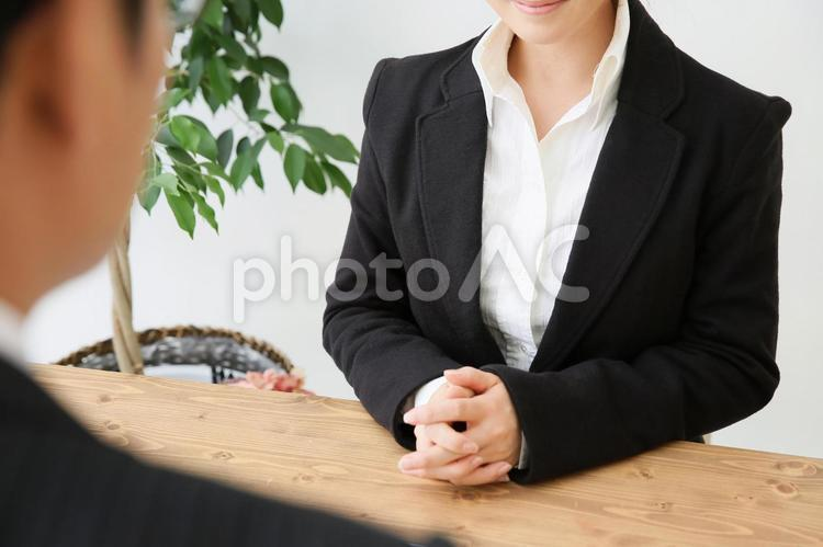 笑顔のビジネスウーマンの写真