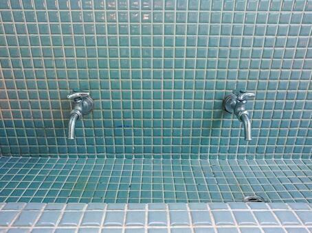 복고풍 느낌의 화장실 공간