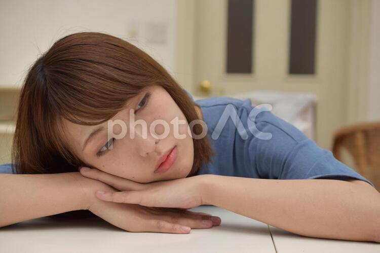 待ちくたびれた女性の写真