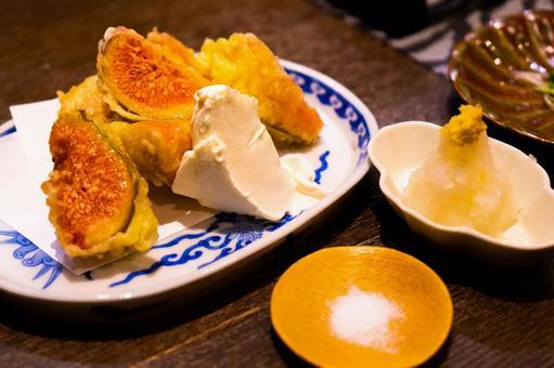 Fig tempura with mascarpone cheese
