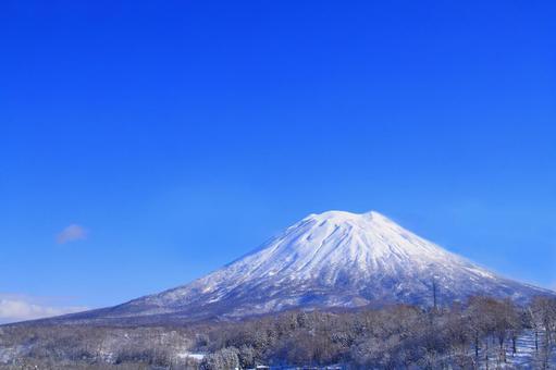 冬季羊蹄山(云橡皮加工)