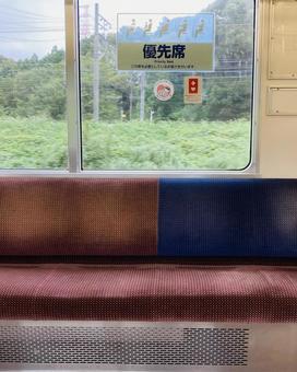 Train priority seat (2)