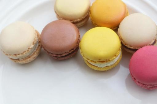 Macaron 3 on a plate