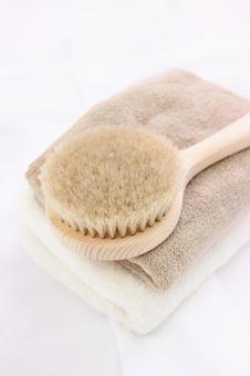 Towel and body brush 1