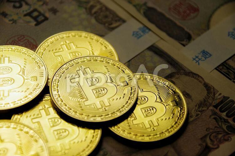 ビットコインとお金の写真