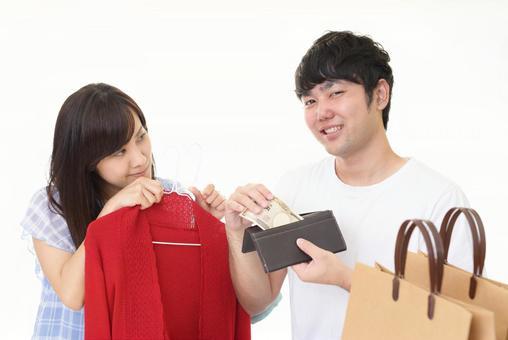 쇼핑을하는 커플