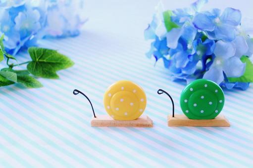 溫馨的蝸牛和繡球花