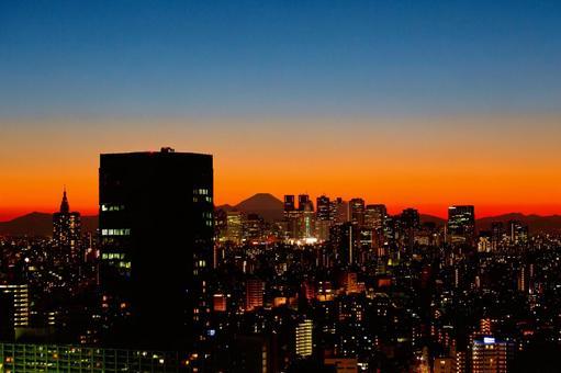 Silhouettes of Tokyo, Shinjuku subcenter and Mt. Fuji