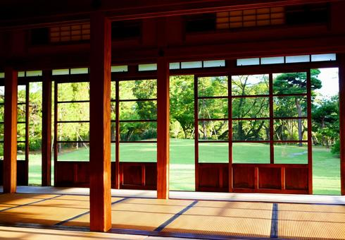 Large hall with tatami mats and Japanese garden