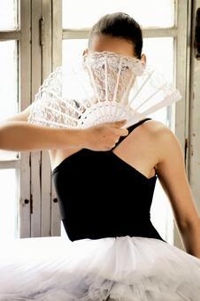 Women with folding fan 16