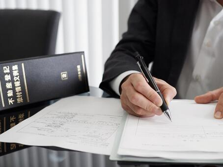 A judicial scrivener who proceeds with the procedure for real estate registration