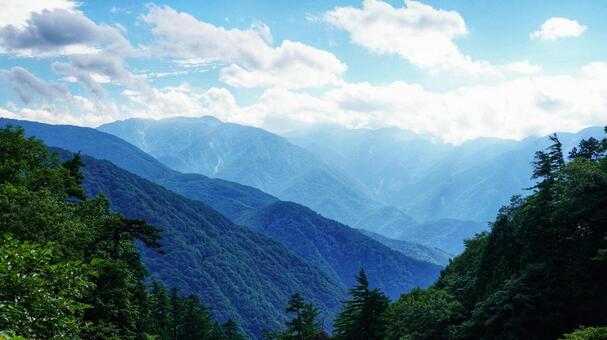 天生峠 하쿠산 연봉 전망대에서의 산맥