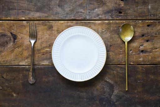 Wooden desk_white plate_cutlery