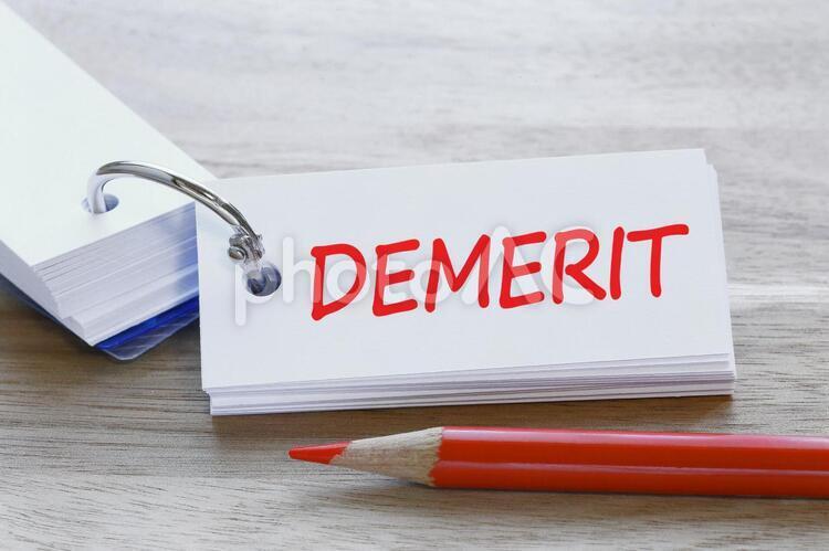 デメリット DEMERIT 悪いところ イメージ素材 単語カードの写真
