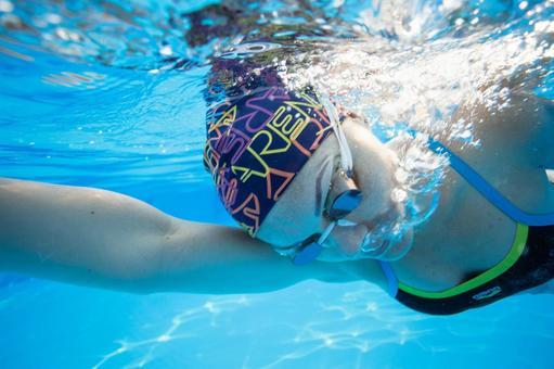 Female swim underwater photography 4