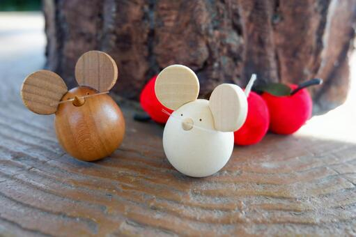 Wood carving mouse