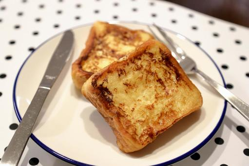 French toast (with knife and fork)