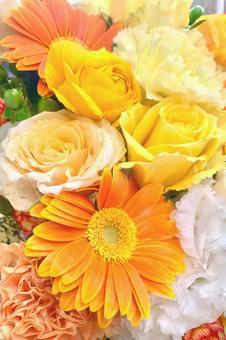 옐로우 오렌지 계열의 꽃다발 B