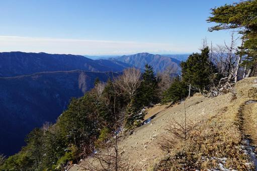 Mountain trail and mountain scenery near Kuronagi