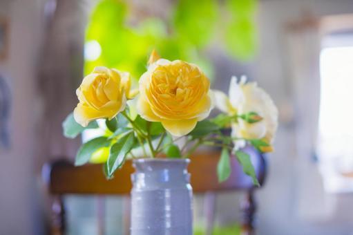 裝飾黃玫瑰