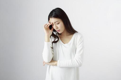 Japanese women suffering from headaches 4