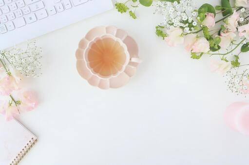 Spring color desk