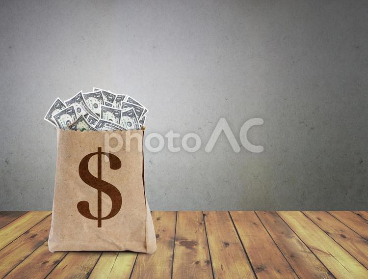 ドル札の山の写真