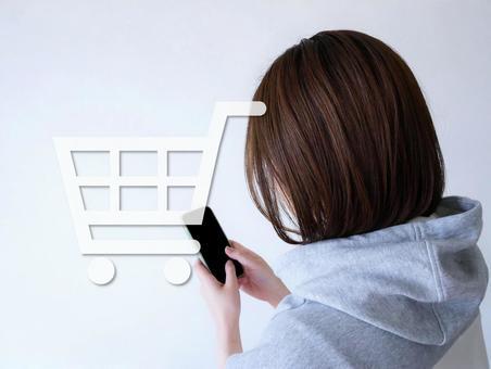 인터넷 쇼핑을하는 여성