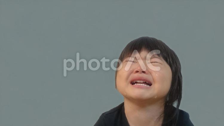 泣く女の子の写真