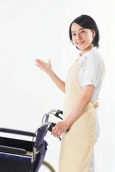 Women press a wheelchair 6