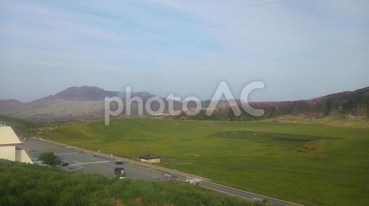阿蘇 草千里と中岳の写真