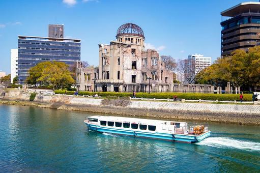 히로시마시의 강을 여행하는 유람선