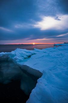 Drift ice left behind on the shore (Part 12) Search word / drift ice Creator name / YUTO @ PHOTOGRAPHER