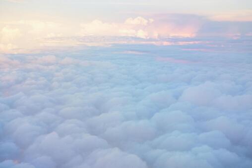 雲の上の写真素材|写真素材なら「写真AC」無料(フリー)ダウンロードOK